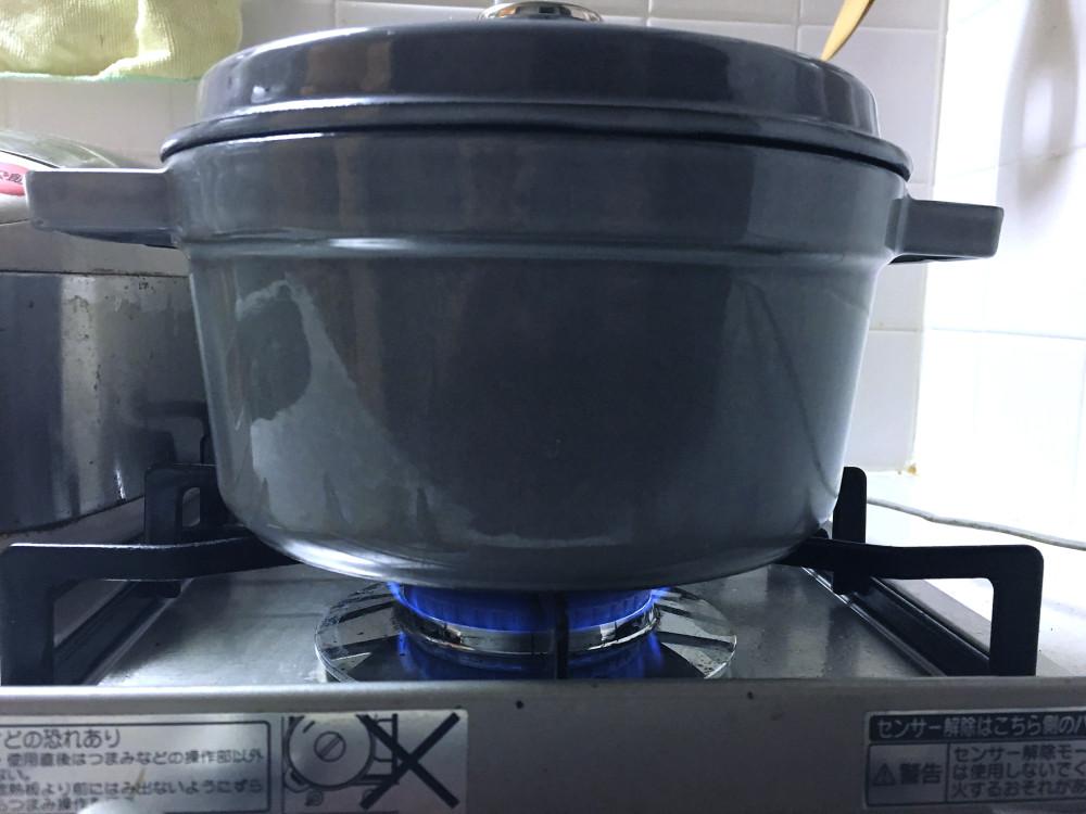 ストウブ 炊飯 火を止めて10分置く