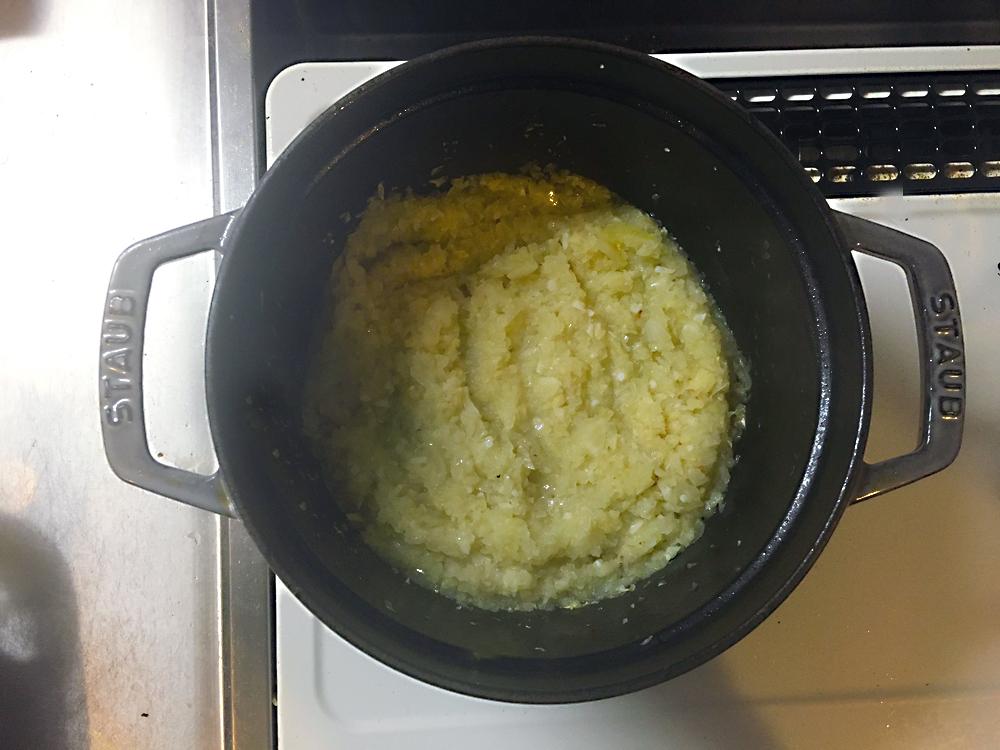 ストウブ 無水カレー たまねぎを炒める
