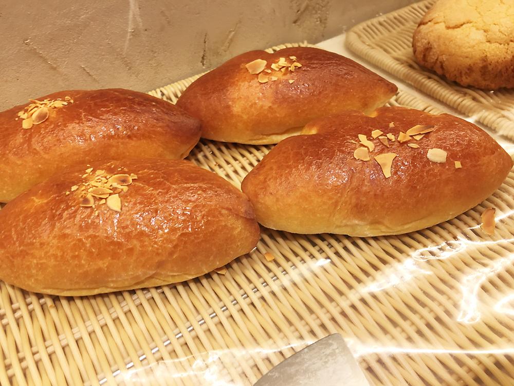 満寿屋商店(ますやパン)東京本店 クリームパン