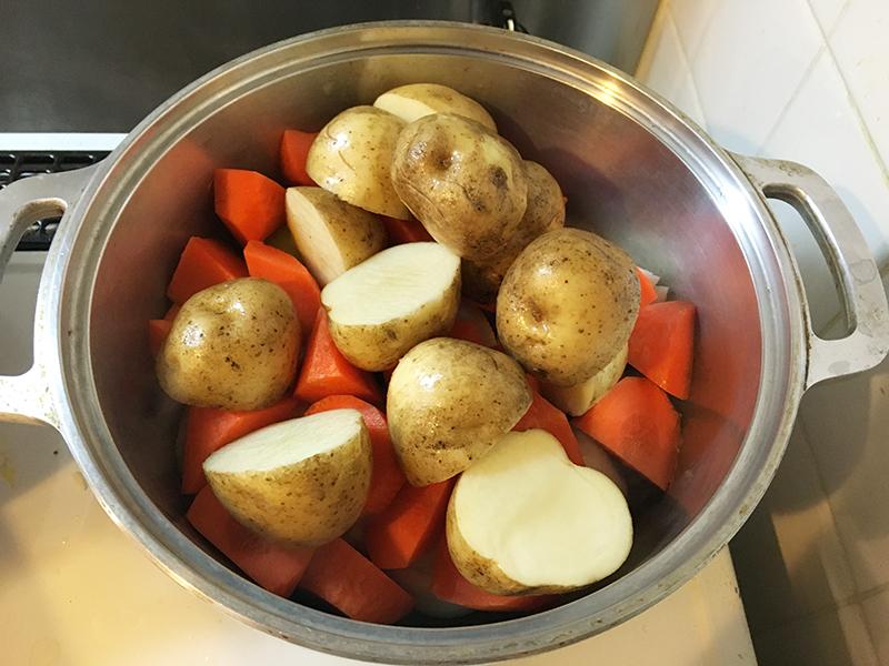 無水鍋 肉じゃが 作り方 レシピ ジャガイモを入れる